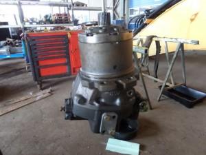 LIBHERR PR742B BMV 260-02 гидравлический двигатель бортового редуктора  Гидромотор новый оригинальный - 425000 руб. Новый оригинальный бортовой редуктор стоит - 565000 руб.